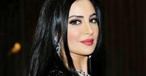 الأردنية نجاح المساعيد تختار فستان زفافها.. فيديو