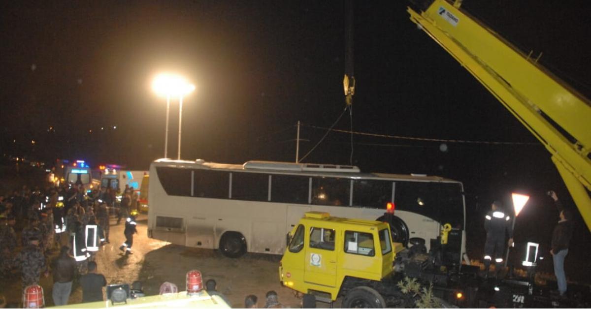 تدهور حافلة نقل ركاب في اربد