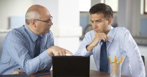 كيف تتعامل مع مدير متنمّر؟