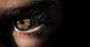 علامات في العين تكشف الإصابة بسرطان فتّاك