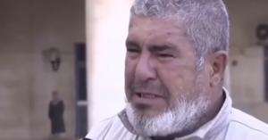 مريض كبير في السن يبكي أمام مستشفى الأمير حمزة.. فيديو