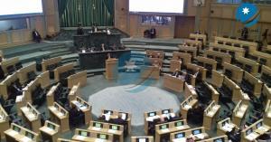النواب يحتجون ويغادرون قبة البرلمان