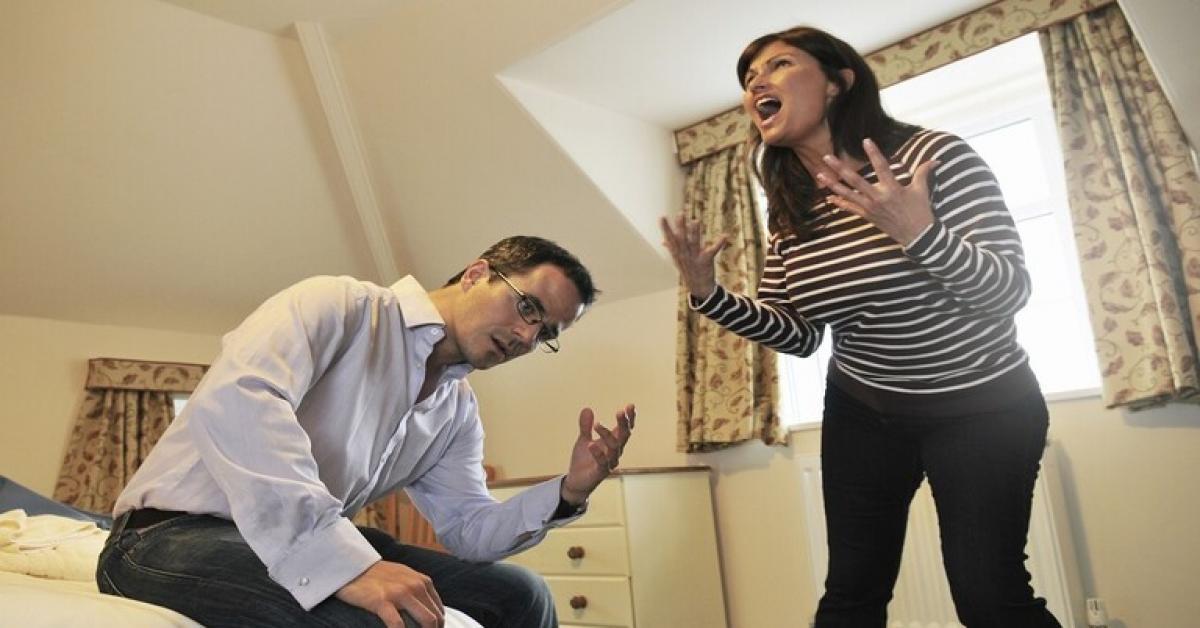 بالفيديو .. وسادة ذكية يمكنها إنقاذ زواجك من مشكلة شائعة