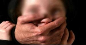 أب يتفق مع ابنه على خطفه وطلب الفدية من الأم