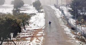 شاهد بالفيديو بدء تساقط الثلوج في المملكة