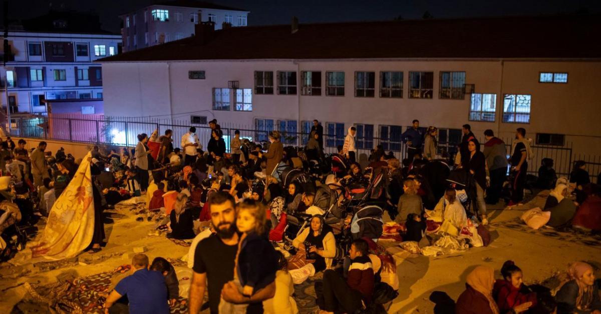 الداخلية التركية: مقتل 4 جراء الزلزال .. وانهيار 5 أبنية