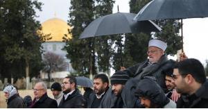 الاحتلال الإسرائيلي يُبعد الشيخ صبري عن الأقصى 4 شهور