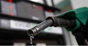 الحكومة: انخفاض أسعار المحروقات