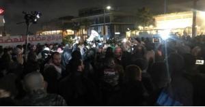الأردنيون يحتجون أمام السفارة الأميركية