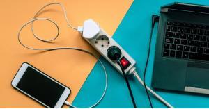 6 أسباب تجعل هاتفك الذكي يشحن ببطء.. تعرف عليها