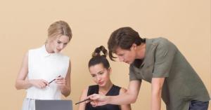 لماذا لا ينبغي أن تبحث عن شريك حياتك وسط زملاء العمل؟