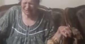 مشهد مأساوي.. مُسنة تبكي وتتوسل لعاملة بدار رعاية لإدخالها الحمام