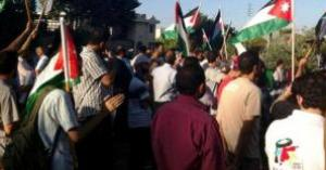 """""""حملة الشهادات"""" في أمانة عمان يعتصمون امام مجلس النواب"""