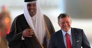 الملك يستقبل أمير قطر الشيخ تميم في مطار الملكة علياء