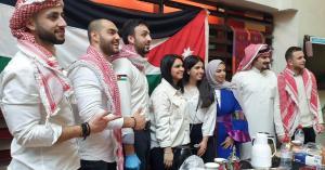 طلبة أردنيون بمدينة كامبريدج يروجون للأردن سياحيا وجامعتهم تشكرهم
