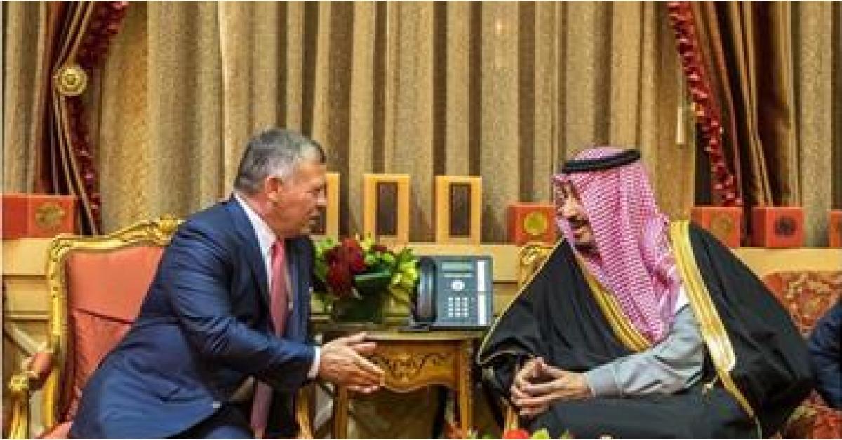 الملك يعزي ملك السعودية