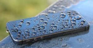 هاتفك تعرض للمياه وتوقف عن العمل؟ هكذا يمكنك إصلاحه