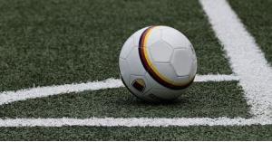 وفاة لاعب كرة قدم على أرضية الملعب