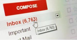 كيف يمكنك حفظ نسخة احتياطية من رسائل البريد الإلكتروني؟