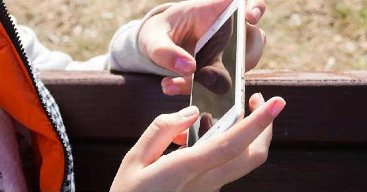 كورونا يعيش على سطح هاتفك 4 أيام