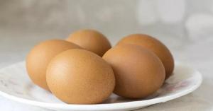 حاولت طهي البيض بالميكرويف... وهذا ما حصل