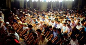 العضايلة يعلق على صلاة التراويح في رمضان
