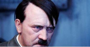 هتلر يطيح بمسؤول أوروبي من منصبه