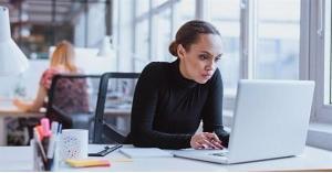 بعد نجاح العمل عن بعد.. هل انقضى عصر المكاتب؟