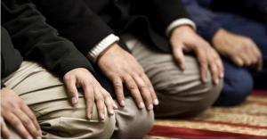 مطالب بفتح المساجد وفق شروط وضوابط محددة