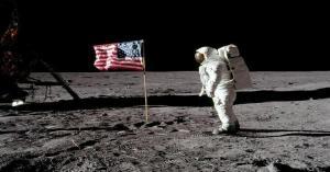كم تدفع ناسا لرواد الفضاء التابعين لها؟