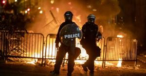 صدامات أمام البيت الأبيض وحظر تجول في مدن كبرى على خلفية وفاة فلويد