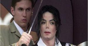"""حارس """"مايكل جاكسون"""" يكشف حقيقة """"غرفة الأطفال السرية"""""""