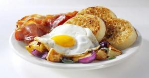 كم بيضة يمكن تناولها دون الإضرار بالصحة؟