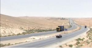 """إجراءات مشددة تنتظر الشاحنات و""""الصهاريج الخطرة"""" على الطريق الصحراوي"""
