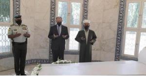 الأميران فيصل ورعد يزوران ضريح المغفور له الملك طلال بن عبدالله