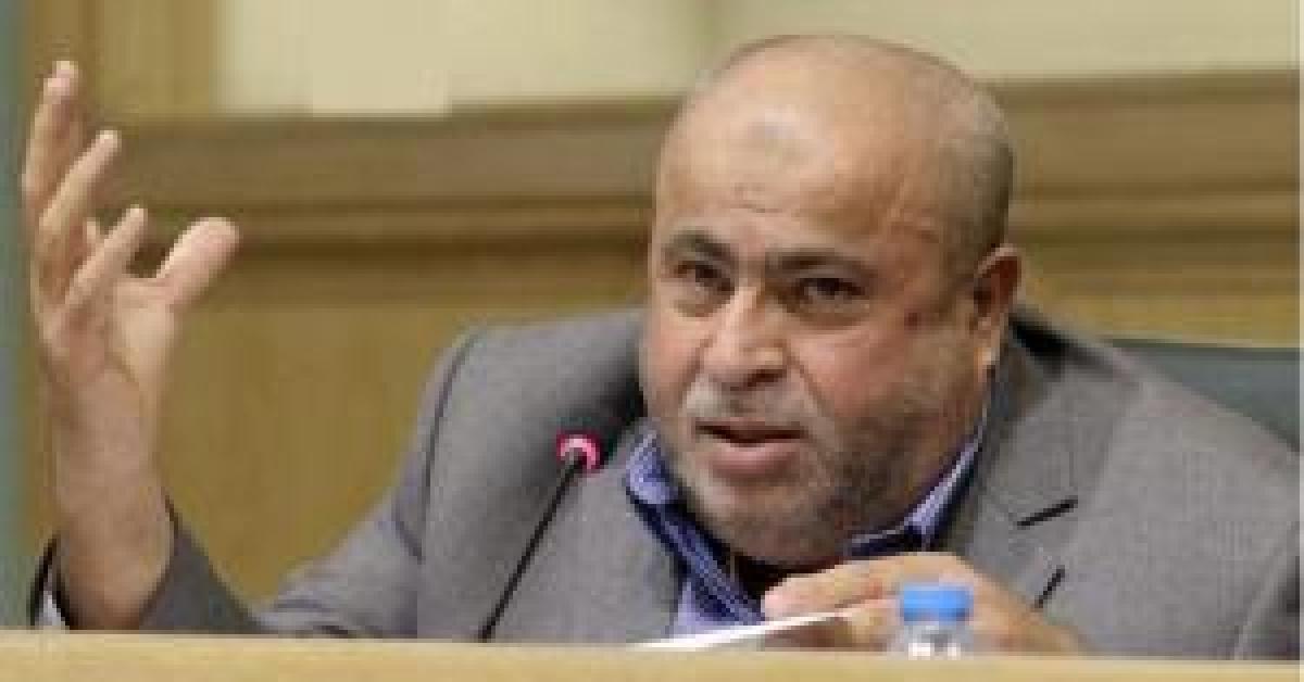 خليل عطية يوجه رسالة للحكومة بشأن الأردنيين بالإمارات