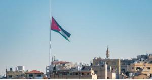 الديوان الملكي ينكس علم السارية حدادا على ضحايا بيروت
