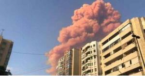 خبير يفسر اللون الوردي لانفجار بيروت