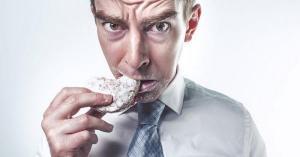 إشارات يرسلها جسمك تخبرك أنك تأكل الكثير من الدهون