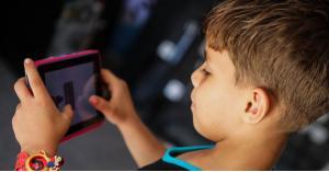 كيف نعالج مشكلة إدمان الأطفال للهاتف؟