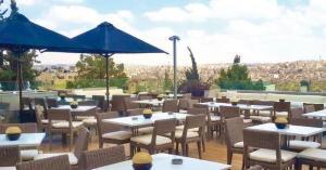بحث إعادة فتح صالات المطاعم والمقاهي اليوم