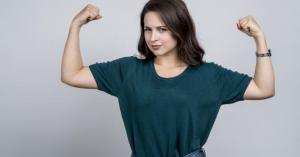 10 طرق تساعدك لتكوني قوية ومؤثرة