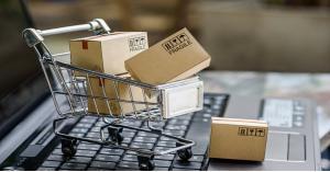 قطاع الألبسة يطالب بضبط البيع الإلكتروني غير المرخص