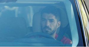 سواريز يكشف تفاصيل بكاء الرحيل عن برشلونة