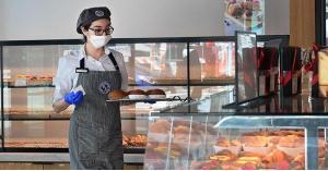 7718 موظفا فقدوا عملهم بقطاع المطاعم