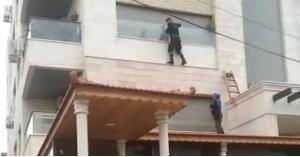 احدى دوريات النجدة تنقذ سيدة علقت في شرفة منزلها