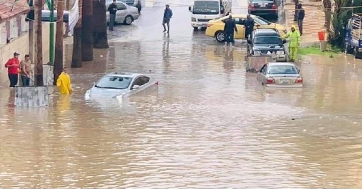 ارتفاع منسوب المياه في منطقة المدينة الرياضية ..والأمانة تعلق