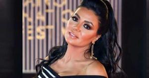 رانيا يوسف تستغرب ارتداء مذيعة للحجاب