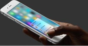 ابتكار مادة تعالج شقوق شاشات الهواتف