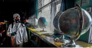 علماء يضعون سيناريوهين لتفشي كورونا في 2021